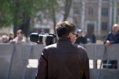Fotografer som skjuter i den scenary staden Ryssland Berezniki 26 kan 2019 royaltyfria foton