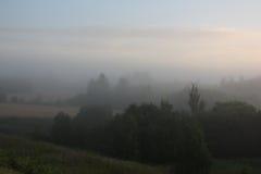 fotograferade den tidiga dimmiga lakemorgonen 2009 för fartyget russia fjädersoluppgång Arkivbilder