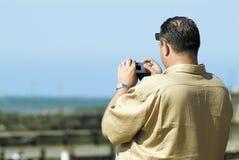 fotograferande sikt för man Arkivfoto
