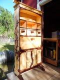 Fotografi av den Handcrafted träsekreteraren Desk Full View Arkivbild