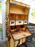 Fotografi av den Handcrafted träsekreteraren Desk Side View Royaltyfria Bilder