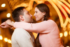 Fotografi av lyckliga kyssande par Royaltyfria Bilder