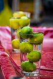 Fotografi för gata för sammansättning för för citronvatten och exponeringsglas idérikt arkivfoton