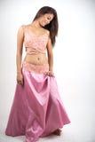 Fotografi för kvinnamodellstudio på den vita skärmen Arkivbilder