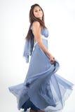 Fotografi för kvinnamodellstudio på den vita skärmen Arkivfoton