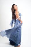 Fotografi för kvinnamodellstudio på den vita skärmen Royaltyfri Bild