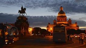 Fotografi för schackningsperiod för St Petersburg St Isaac Cathedral And Monument To Nicholas 1st Tid lager videofilmer