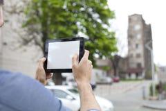 Fotografi med den digitala minnestavlan Royaltyfri Foto