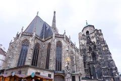 Fotografia świętego Stephen ` s katedra i boże narodzenia wprowadzać na rynek Fotografia Royalty Free