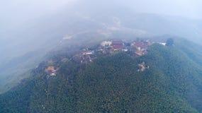 Fotografia aérea da paisagem rural bonita em montanhas do sul de Anhui no inverno adiantado imagem de stock royalty free