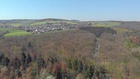 Fotografia aérea das florestas e das vilas em Alemanha vídeos de arquivo