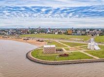 Fotografia aérea de Encarnacion em Paraguai que negligencia a praia de San Jose fotografia de stock royalty free