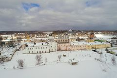 Fotografia aérea do monastério da suposição de Tikhvin Regi?o de Leninegrado, R?ssia fotografia de stock royalty free