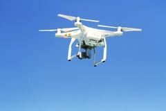 Fotografia aérea pelo movimento do zangão no ar no movimento Foto de Stock
