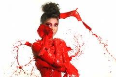 Fotografia ad alta velocità della donna con pittura liquida Fotografie Stock Libere da Diritti