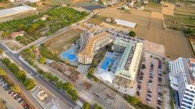 Fotografia aerea con i fuchi sopra la località di soggiorno di Benidorm fotografia stock libera da diritti