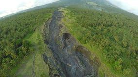 Fotografia aerea del fiume outflowing vulcanico per la cenere Città di Legazpi Il vulcano di Mayon filippine archivi video