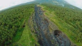 Fotografia aerea del fiume outflowing vulcanico per la cenere Città di Legazpi Il vulcano di Mayon filippine stock footage