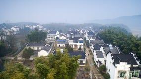 Fotografia aerea di bello paesaggio rurale in montagne del sud dell'Anhui nell'inverno in anticipo immagine stock libera da diritti