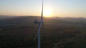 Fotografia aerea il generatore eolico dall'altitudine stock footage