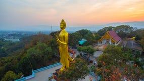fotografia aerea il grande Buddha dorato in Chiang Rai Immagine Stock Libera da Diritti