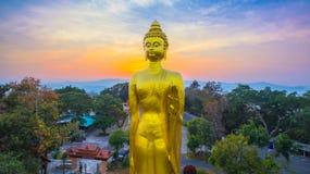 fotografia aerea il grande Buddha dorato in Chiang Rai Fotografie Stock