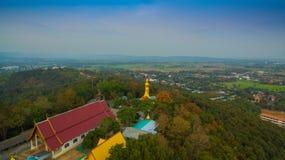 fotografia aerea il grande Buddha dorato in Chiang Rai Fotografia Stock Libera da Diritti