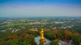 fotografia aerea il grande Buddha dorato in Chiang Rai Fotografia Stock