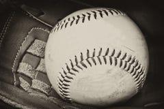 Fotografia antiga do estilo do basebol e da luva Imagens de Stock Royalty Free