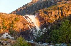 Fotografia Błyskawiczna Oszałamiająco siklawa w Husedalen dolinie, Norwegia widok z lotu ptaka młodzi dorośli Zdjęcia Royalty Free