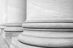 Fotografia in bianco e nero delle colonne di architettura greca classica 1 Fotografia Stock Libera da Diritti