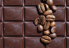 Fotografia czekoladowe i kawowe fasole textured tło Obrazy Royalty Free