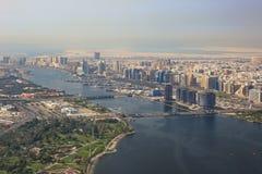 Fotografia da opinião aérea de ponte de flutuação de Dubai The Creek Foto de Stock