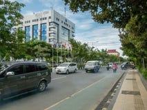 Fotografia da rua da cidade de Balikpapan, Bornéu, Indonésia imagens de stock