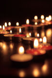 Fotografia das velas no fundo preto Fotos de Stock Royalty Free