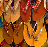 Fotografia del fondo dei sandali fatta cuoio Immagine Stock