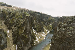 Fotografia del paesaggio dell'Islanda Immagine del rgljúfur Fjadrargljufur del ¡ di Fjaðrà della gola Nuvole lunatiche nei prec Immagini Stock