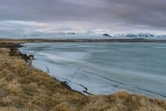 Fotografia del paesaggio di stordimento Islanda Immagine del lago ghiacciato con il tramonto Dai fiordi ghiacciati alle montagne  Immagine Stock Libera da Diritti