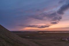 Fotografia del paesaggio di stordimento Islanda Tramonto sbalorditivo sopra il campeggio Immagine Stock