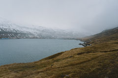 Fotografia del paesaggio di stordimento Islanda Viaggiando dai fiordi ghiacciati alle montagne nevose per ghiacciare le lagune Immagine Stock Libera da Diritti