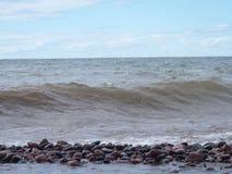 Fotografia della natura del lago Superiore delle onde e di Rocky Beach all'aperto Fotografia Stock
