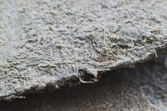 Fotografia dettagliata del materiale di copertura del tetto con le fibre di amianto Salute nociva ed effetti di rischi immagini stock libere da diritti