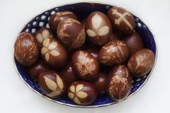 fotografia di arte tinta rosso naturale delle uova di Pasqua immagine stock