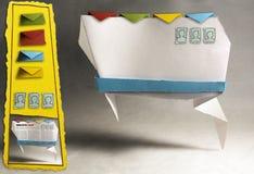 Fotografia di Infographics - mano di Web site di Origami pazza Fotografie Stock Libere da Diritti