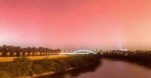 Fotografia di notte a Zagabria Consideri il fiume Sava ed il cosiddetto brigde di Hendrix immagini stock libere da diritti