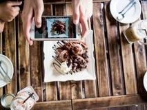 Fotografia do alimento de Smartphone imagem de stock royalty free