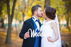 A fotografia do casamento é par muito bonito Fotografia de Stock