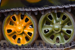 Fotografia do fundo das rodas dos veículos de tanque do exército Imagens de Stock Royalty Free