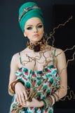 Fotografia dziewczyna z wielkimi akcesoriami w afrykanina stylu Obrazy Royalty Free