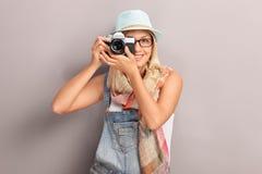 Fotografia fêmea nova do fotógrafo Imagem de Stock Royalty Free